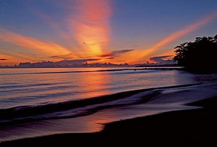 Sunrise at beach - Thomas Marent